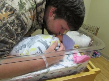 daddy-kissing-taya-hospital